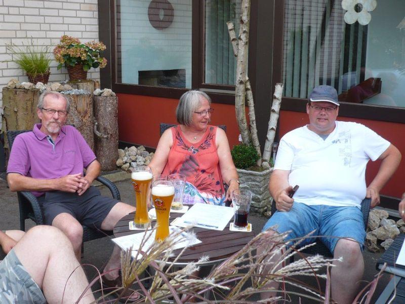 6. Die Organisatoren Werner und Jo mit Werner's Frau Inge